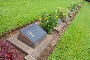 Le cavurne pour l 39 enterrement d 39 une urne for Acheter une balancelle de jardin